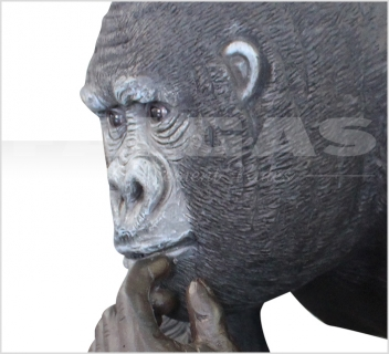 Gorilla with offpsring